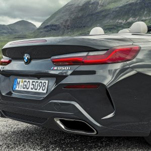 P90327632_highRes_the-new-bmw-8-series.jpg